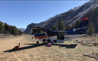 Unloading the seismic equipment from the Kodiak airplane