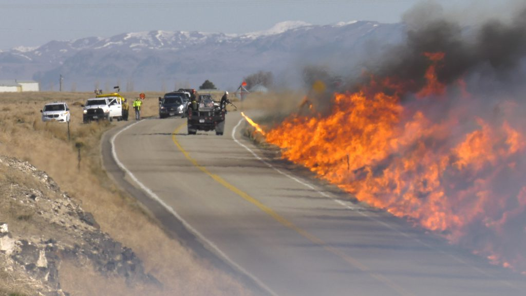 Westbound I-84 to close east of Mtn Home for control burn operation Tuesday
